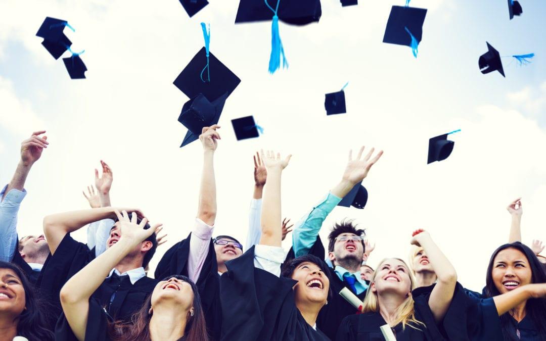 Une cérémonie de remise des diplômes dans le respect des traditions!